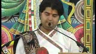 LIVE BHAJAN BY THAKUR JI-HAMARO DHAN RADHA SHRI RADHA SHRI RADHA.flv