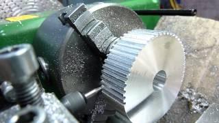 Как сделать зубчатый шкив на токарном станке / How to make a toothed pulley on the lathe(, 2015-09-03T09:28:32.000Z)
