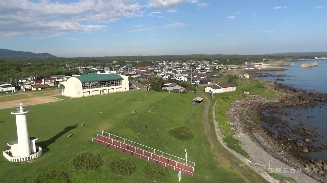 空飛ぶカメラ「灯台の有る風景」階上町 - YouTube