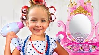 Майя играет в салон красоты для детей