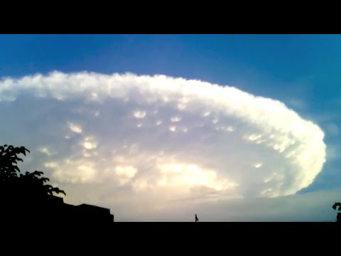 One-kilometer-wide UFO filmed over the city of Cartagena, Colombia