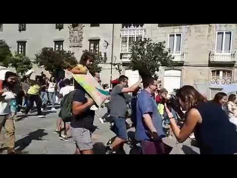 Núbebes leva á Praza do Teucro unha guerra de almofadas