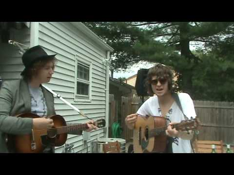 Kooks - She Moves in her own way, Live