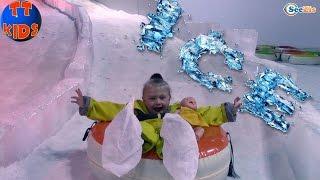 Беби Борн и Ярослава в Снежной комнате. Зимняя Сказка в Турции. Видео для детей. Snow World Antalya