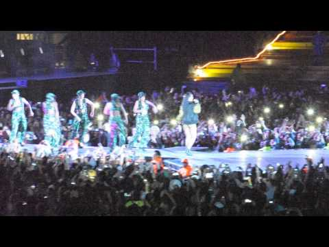 Rihanna Karaoke Cape Town Stadium 16 October 2013