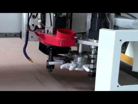 Фрезерный станок с ЧПУ с автоматической сменой инструмента