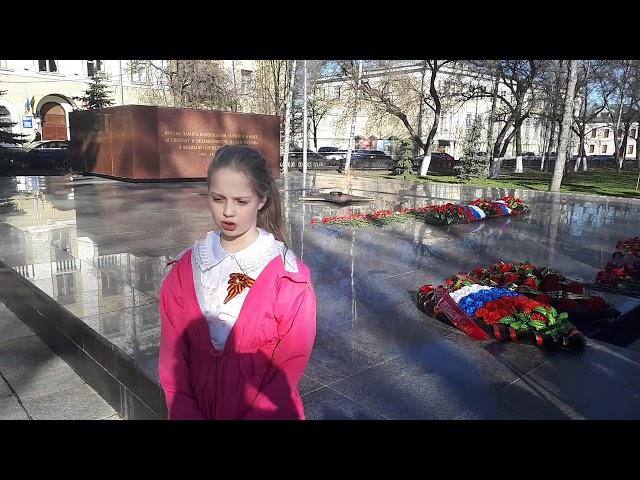 Изображение предпросмотра прочтения – ТаисияКиприянова читает произведение «Тот самый длинный день в году» К.М.Симонова