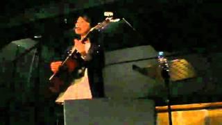2011年2月8日大阪twiceカフェでのLIVEの様子。 コトノちゃんの歌声にい...