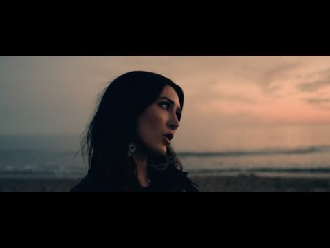 Aubrie Sellers - A Thousand Miles From Nowhere (Dwight Yoakam ...