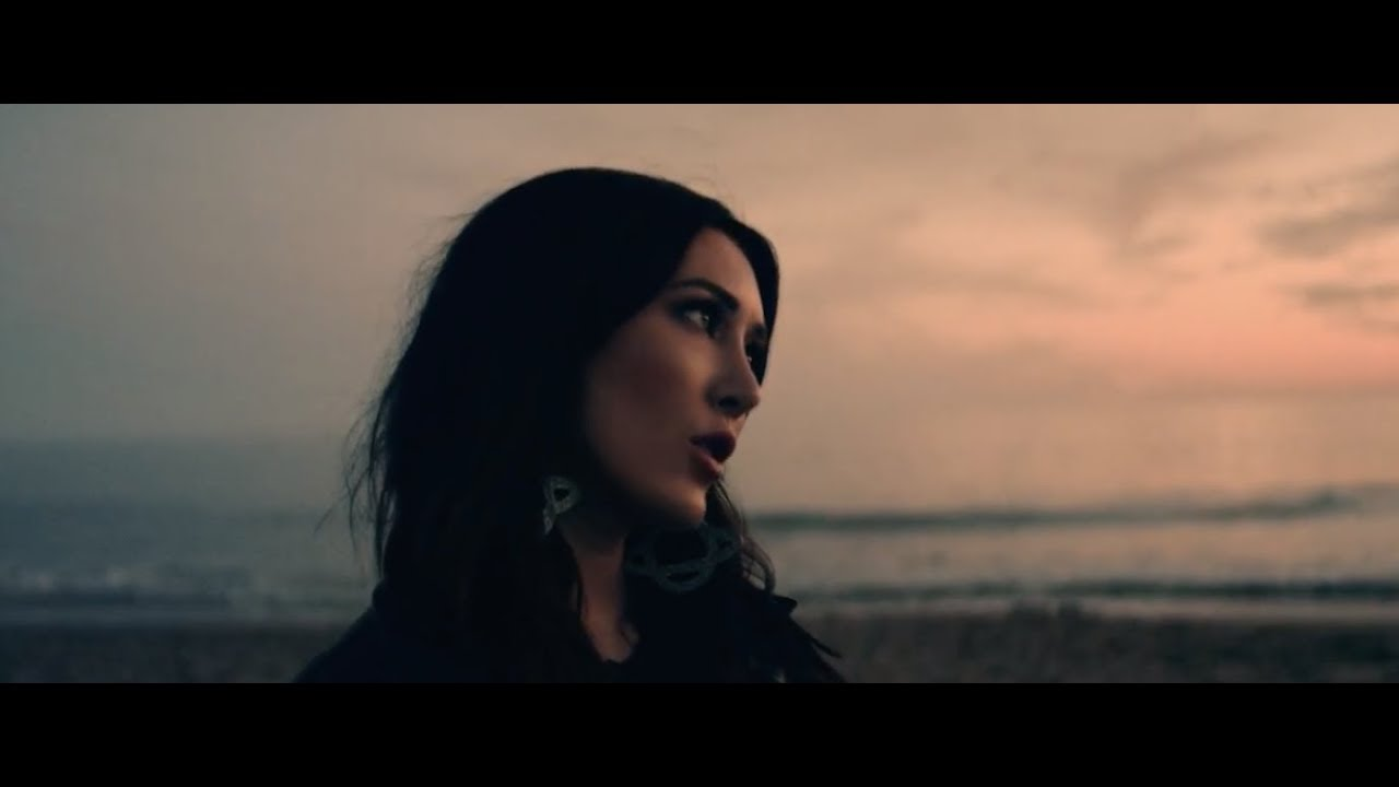 Aubrie Sellers - A Thousand Miles From Nowhere