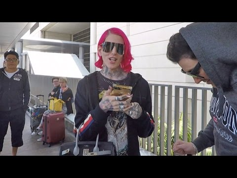 "Jeffree Star Asks Paps ""Why Is Everyone Mad About"" His $1,500 Chanel Boomerang"