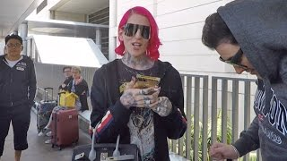"""Jeffree Star Asks Paps """"Why Is Everyone Mad About"""" His $1,500 Chanel Boomerang"""