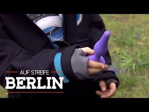 Sex-Toys auf dem Spielplatz | Auf Streife – Berlin | SAT.1 TV