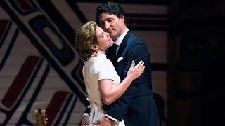 PM Trudeau and wife Sophie let loose at Press Gallery dinner