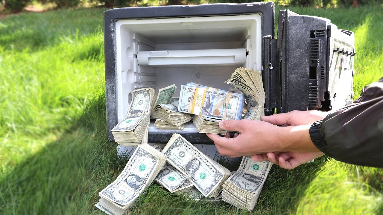 I FOUND AN ABANDONED SAFE FILLED WITH MONEY $100,000! | David Vlas - YouTube