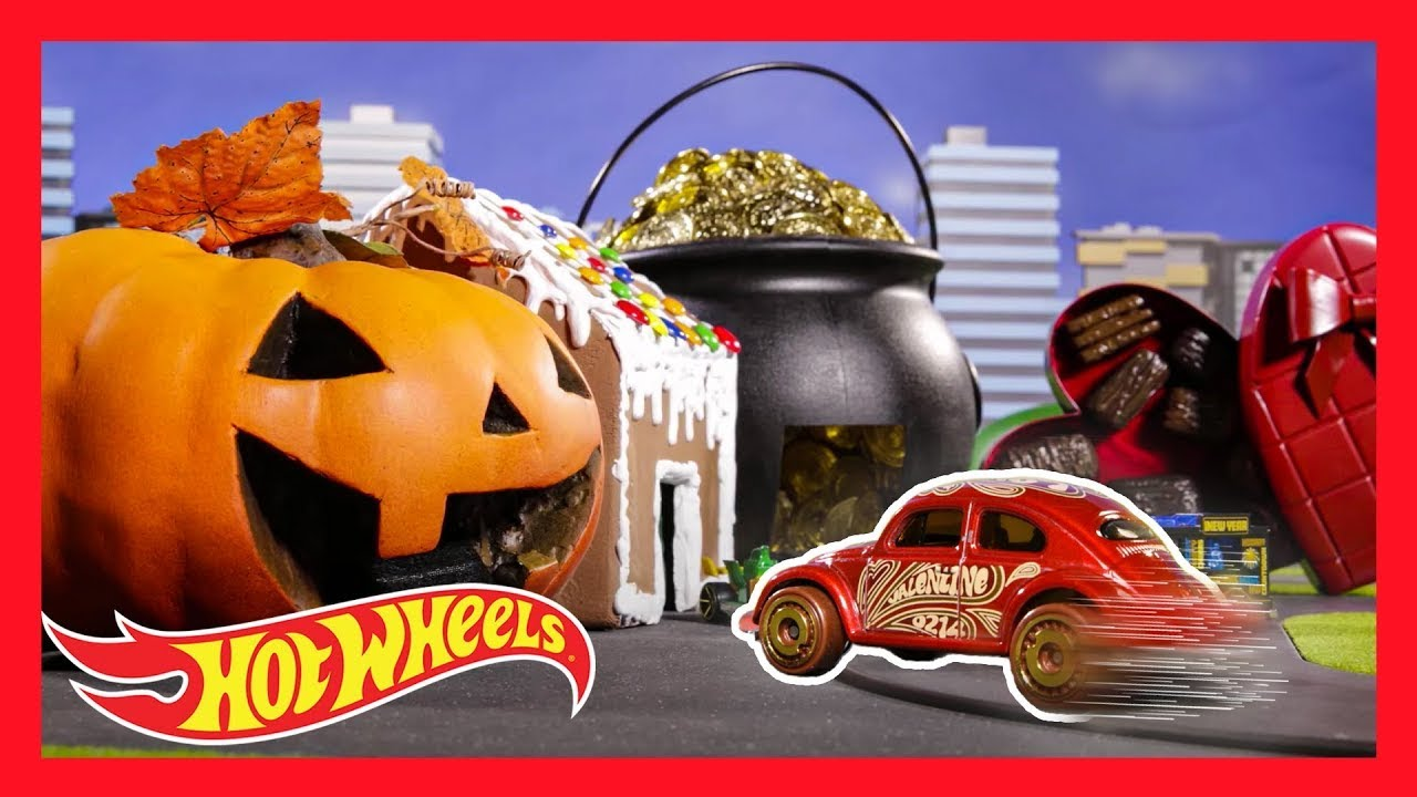SANTA'S ULTIMATE SUGAR RACE 🎅🍫🚗 | HW HOLIDAY RACERS™ in BATTLE OF THE SWEETS | @Hot Wheels
