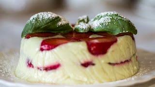 Творожный десерт с клубникой и авокадо