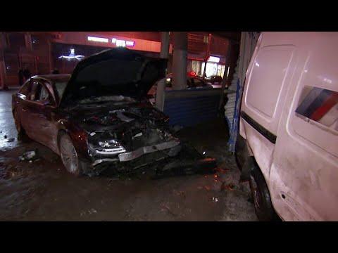 Момент крупной аварии в Нижнем Новгороде попал на камеры наблюдения.