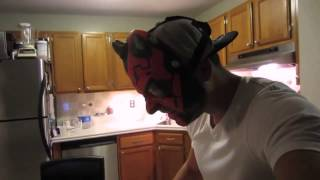 Хозяин кота надел маску