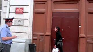 Пьяная жена охранника суда...