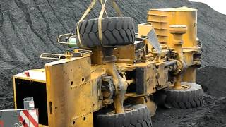 How not to change a Caterpillar loader tire