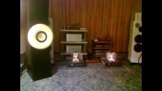 Gambar cover Audio Show 2012 Audio LOT 833 Tube Amplifier with Bodnar Audio fullrange horn speakers