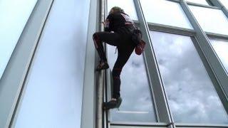"""""""Spiderman"""" erklimmt höchstes Gebäude Frankreichs"""