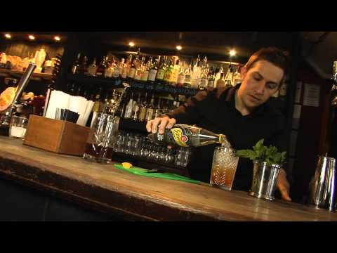 Mixing A Tom Collins - Trend Set (Lockhart Catering Equipment)