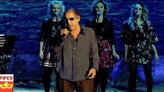 Adrian La Serie Celentano chiede perdono e canta sul palco insieme al pubblico