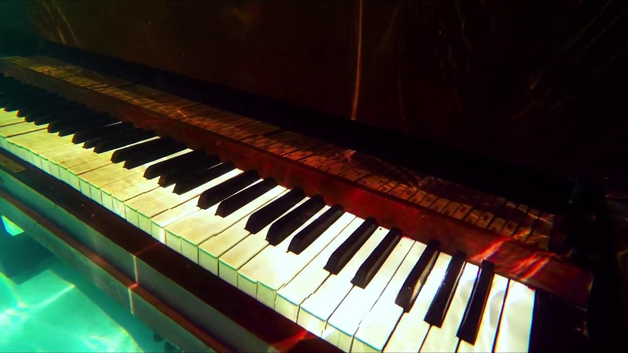 "Trecho de Velho Piano, poema de ""Ruído Branco"""
