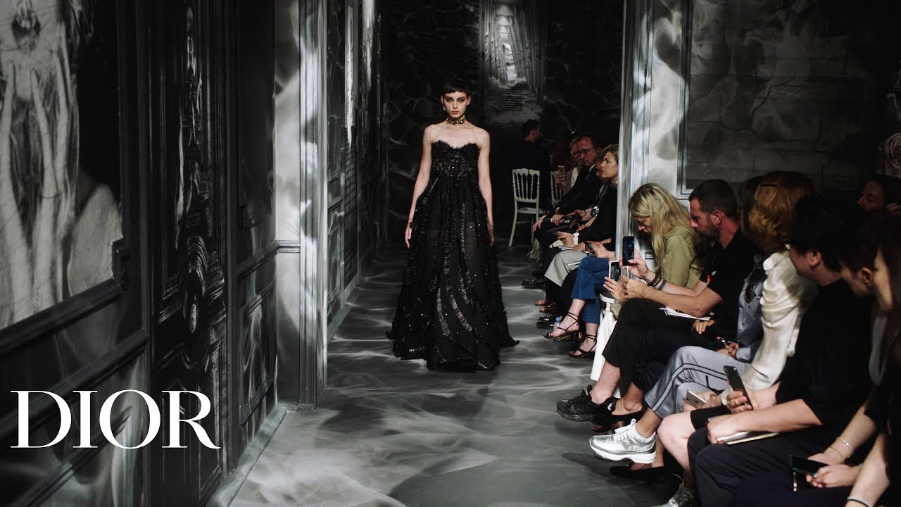 [VIDEO] - Relive the Dior Autumn-Winter 2019-2020 Haute Couture show 3