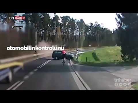 Polonya'da kontrolden çıkan araç bisiklete çarptı.