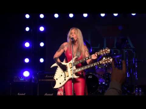 Lita Ford - Close My Eyes Forever. BMI Speedway. Versailles, OH. 12-10-16