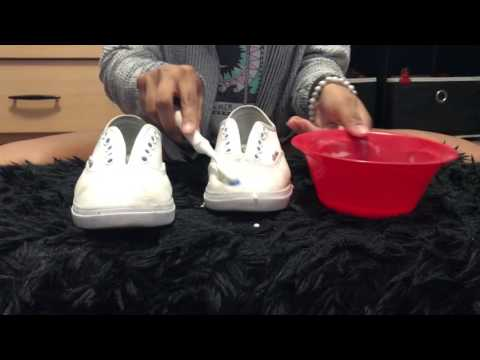 Baking soda mix to clean white shoes