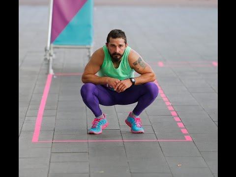 Shia LaBeouf aan het hardlopen om het stedelijk museum in Amsterdam