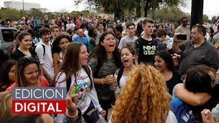 Estudiantes dejan sus aulas de clase y salen a marchar para pedir control de armas
