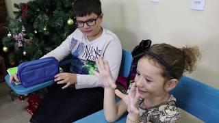 Brincando de escolinha com Victor e Valentina