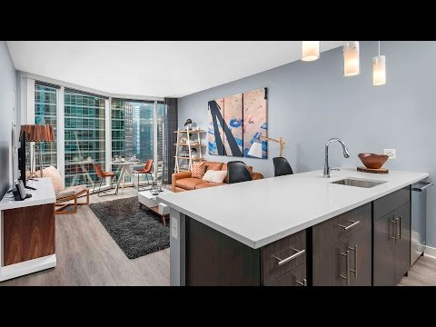 Tour a lake view 1-bedroom at Streeterville