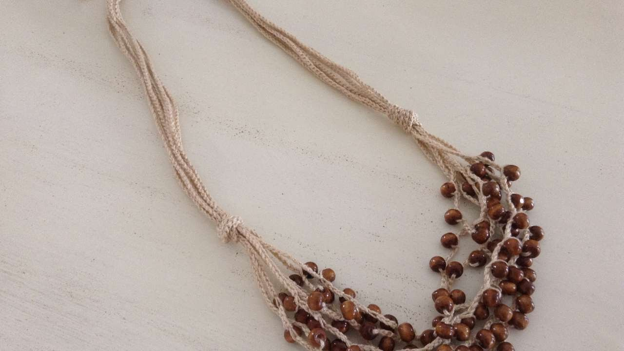How to make a crochet necklace with wooden beads diy for How to make a wooden pendant