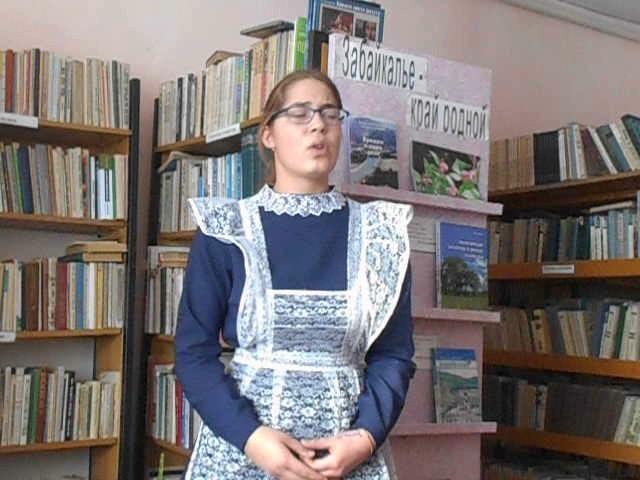 Изображение предпросмотра прочтения – ЛидияСтарцева читает произведение «Мартышка и очки» И.А.Крылова