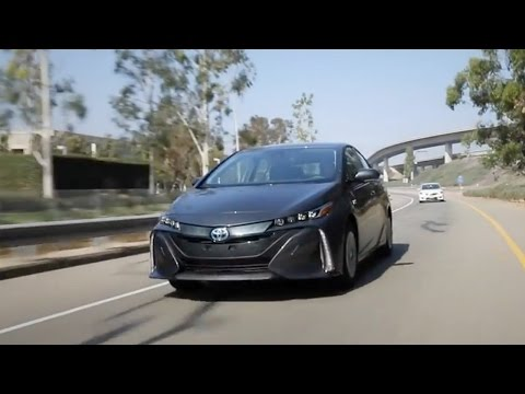 Electric/Hybrid Car - 2017 KBB.com Best Buys