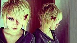 scene hair/emo girls