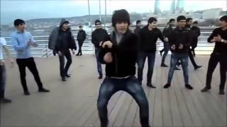 Download Исполнение лезгинки в Баку / Lezgi fork dance perfomance in Baku city Mp3 and Videos