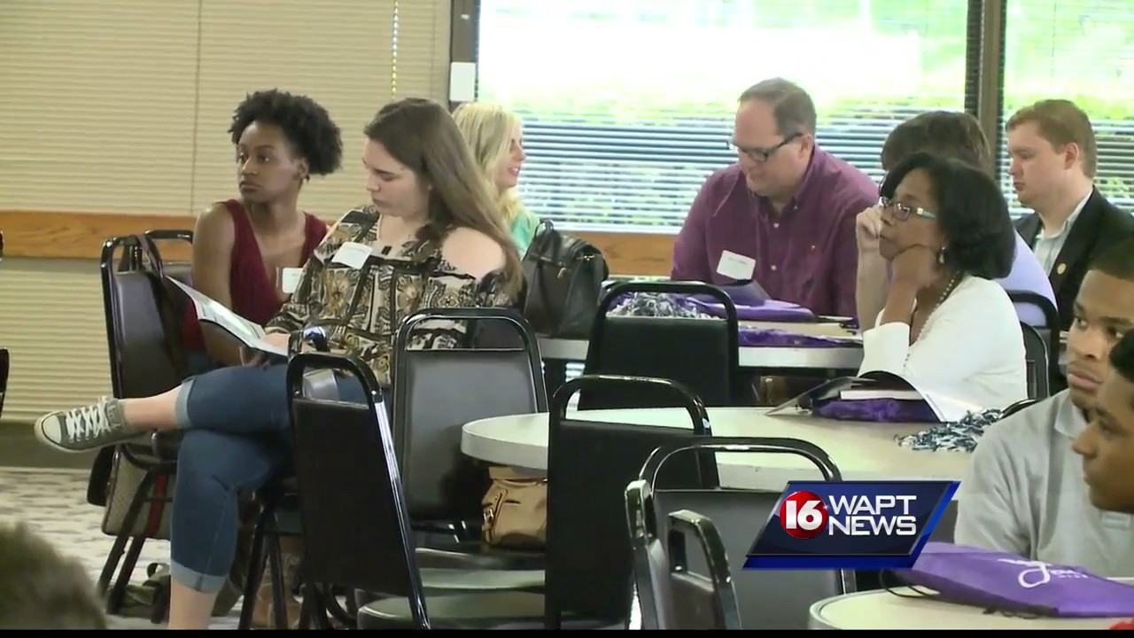 JSU students learn from 16 WAPT news director