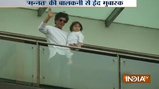 Shah Rukh Khan with His Son AbRam Wish 'Eid Mubarak' Outside Mannat