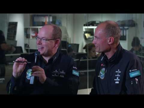 Le premier stylo Caran d'Ache Solar Impulse remis au Prince Albert de Monaco