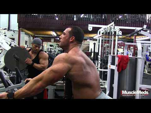 Nick Trigili : Working out with Muscular Development (behind the scenes)
