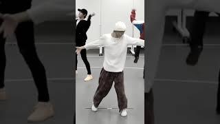 初めての定点カメラに挑戦しました! 使うアプリはvlloです! 皆さんもぜひ挑戦してみてください! ダンス動画のこれから全部やりたいと思ってます!     次やって欲しい曲 ...