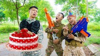 Battle Nerf War: Delivery Person Nerf Guns Robber BIRTHDAY CAKE BATTLE