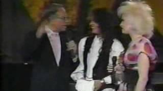 Cyndi Lauper - Interview on Siempre En Domingo (1989)